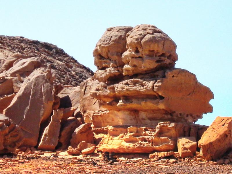 Sinajska pustinja skulptura pored puta