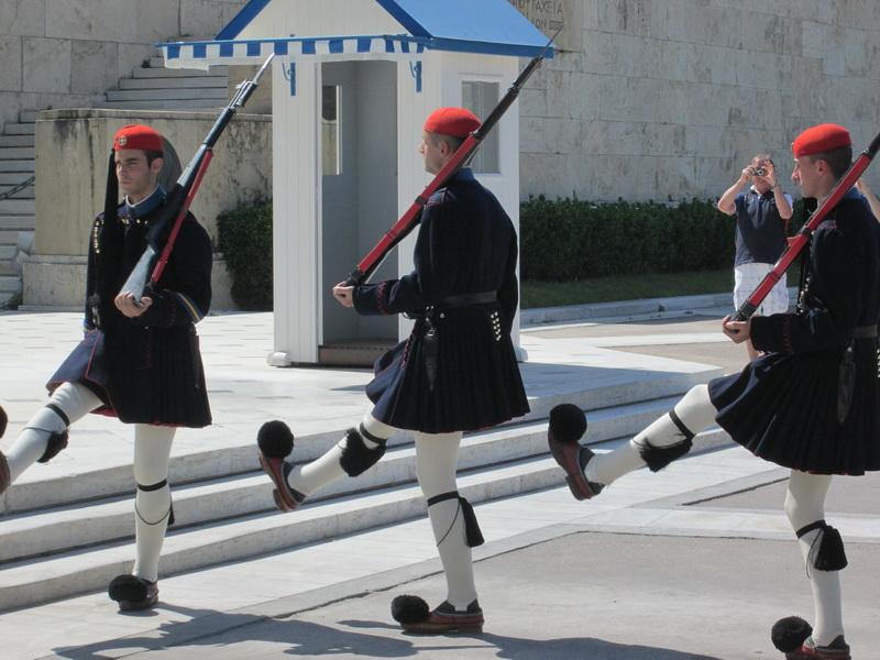 Smena straže na Sintagmi u Atini