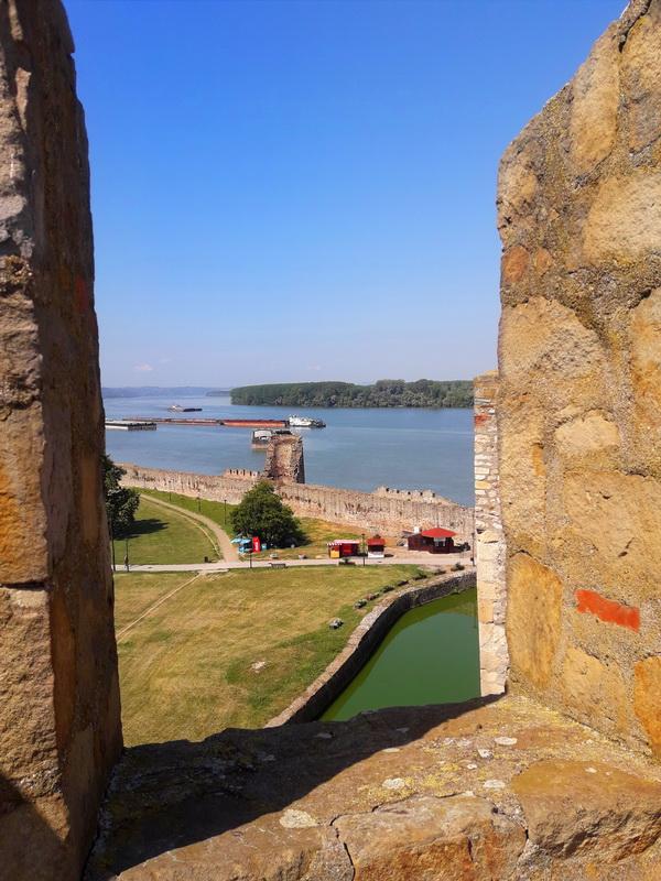 Pogled kroz prozor smederevske tvrdjave
